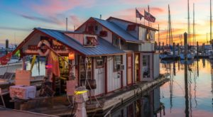 There's A Floating Restaurant In Florida You Have To See To Believe