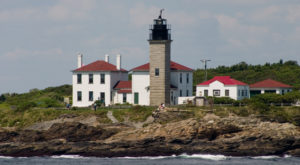 Here Are 8 Iconic Rhode Island Sights To Show Visiting Family This Holiday Season