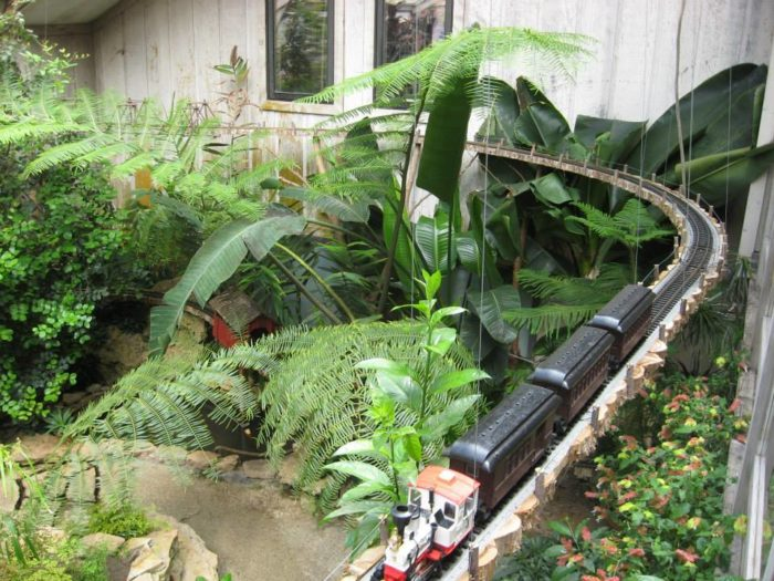 9 Of The Most Gorgeous Indoor Gardens In Michigan