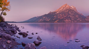 The One Hikeable Lake In Wyoming That's Simply Breathtaking In The Fall
