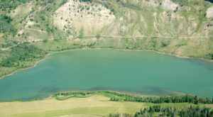 Few People Know About This Secret Wyoming Lake In The Middle Of The Forest