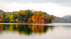 The One Hikeable Lake Near Nashville That's Simply Breathtaking In The Fall
