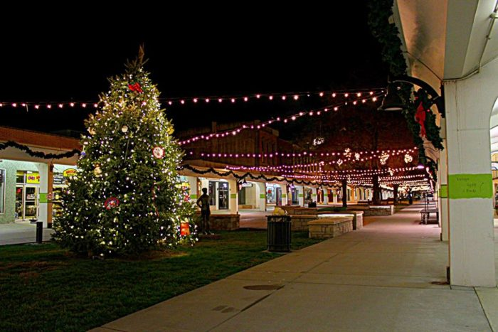 Garden City Ks >> 13 Picture Perfect Christmas Towns In Kansas You'll Want ...