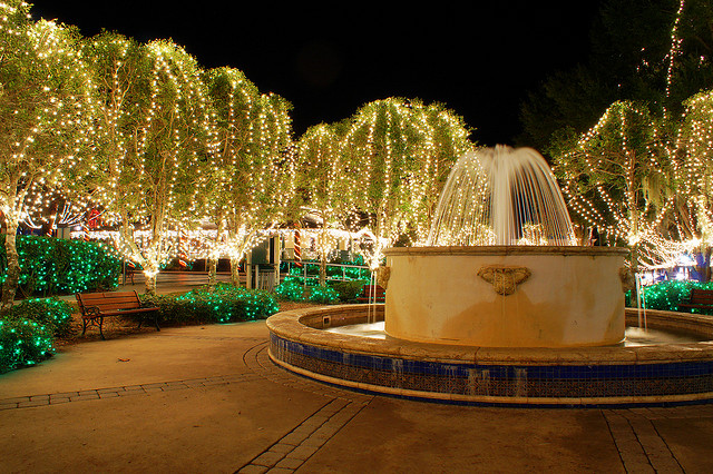 The mesmerizing christmas display in florida with over 2 for Mount dora craft fair 2017