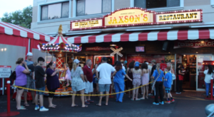 There's A Reason There's Always A Line At This One Ice Cream Parlor In Florida