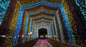 This Glittering Holiday Lights Display In Kansas Will Mesmerize You In The Best Way