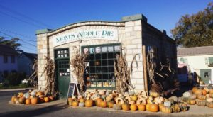 This Charming Shop Near DC Serves The Best Apple Pie You'll Ever Taste