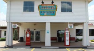 Almost Everything About This Charming Oklahoma Diner Is Straight Out Of The 1950s