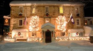 The One Restaurant In Virginia That Becomes Even More Enchanting At Christmas Time