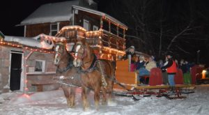 The Enchanting Horse Drawn Sleigh In Idaho That Takes You To Dinner And A Holiday Show