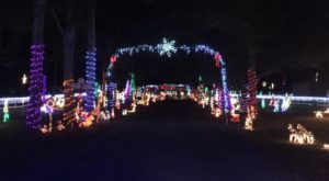 These 8 Drive-Thru Christmas Displays In Florida Are Pure Magic