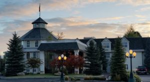 The Cozy Mountain Bed And Breakfast In Idaho That Is Pure Magic At Christmas