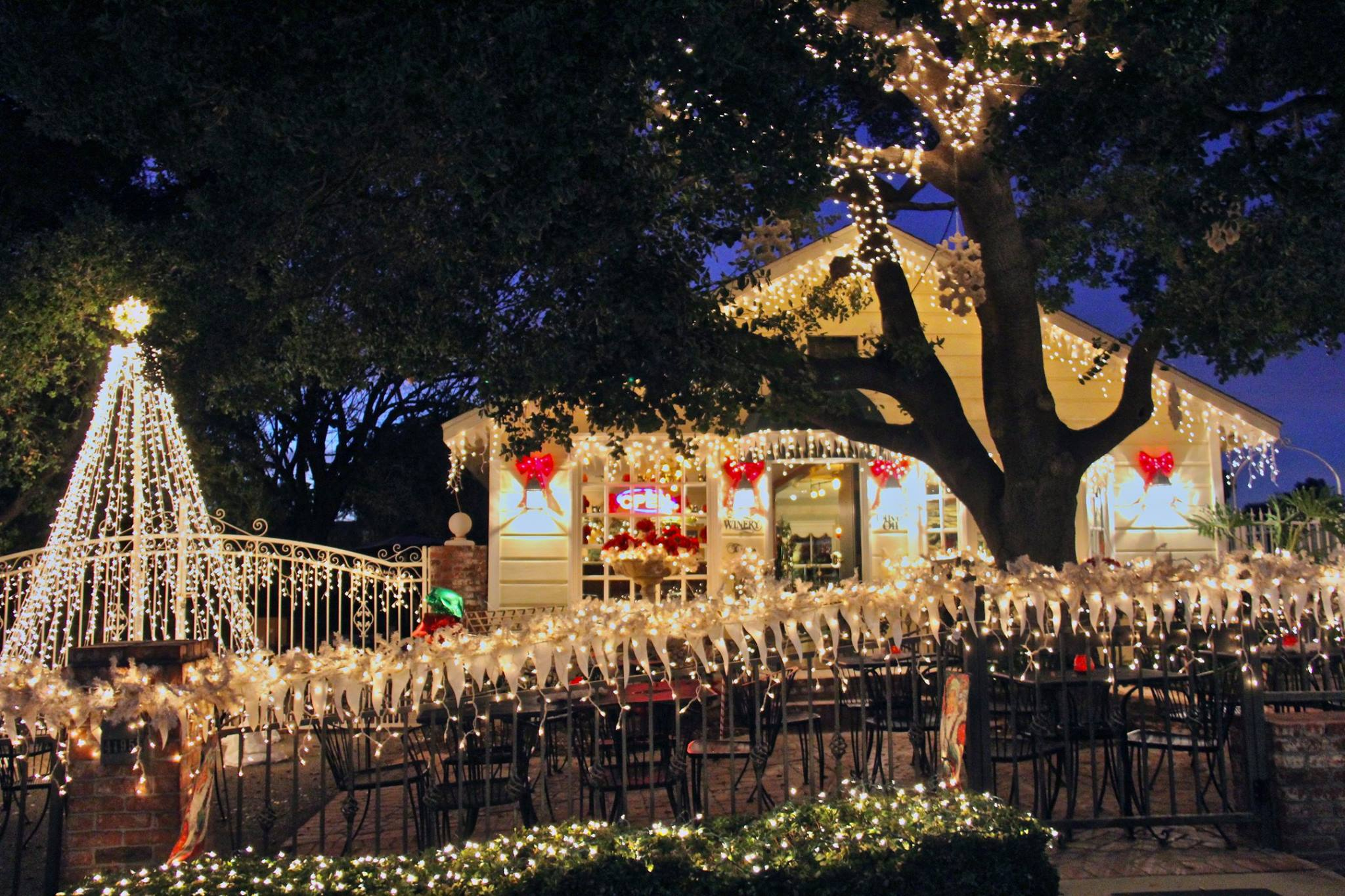 heres the perfect weekend itinerary if you love seeing southern californias magical christmas lights