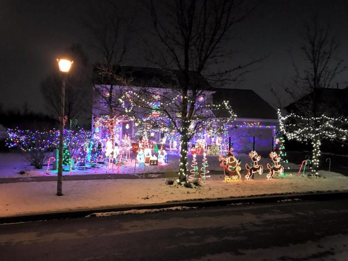 The beautiful christmas lights road trip to take in buffalo for Christmas trips to new york