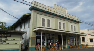 The Hawaii Town In The Middle Of Nowhere That's So Worth The Journey