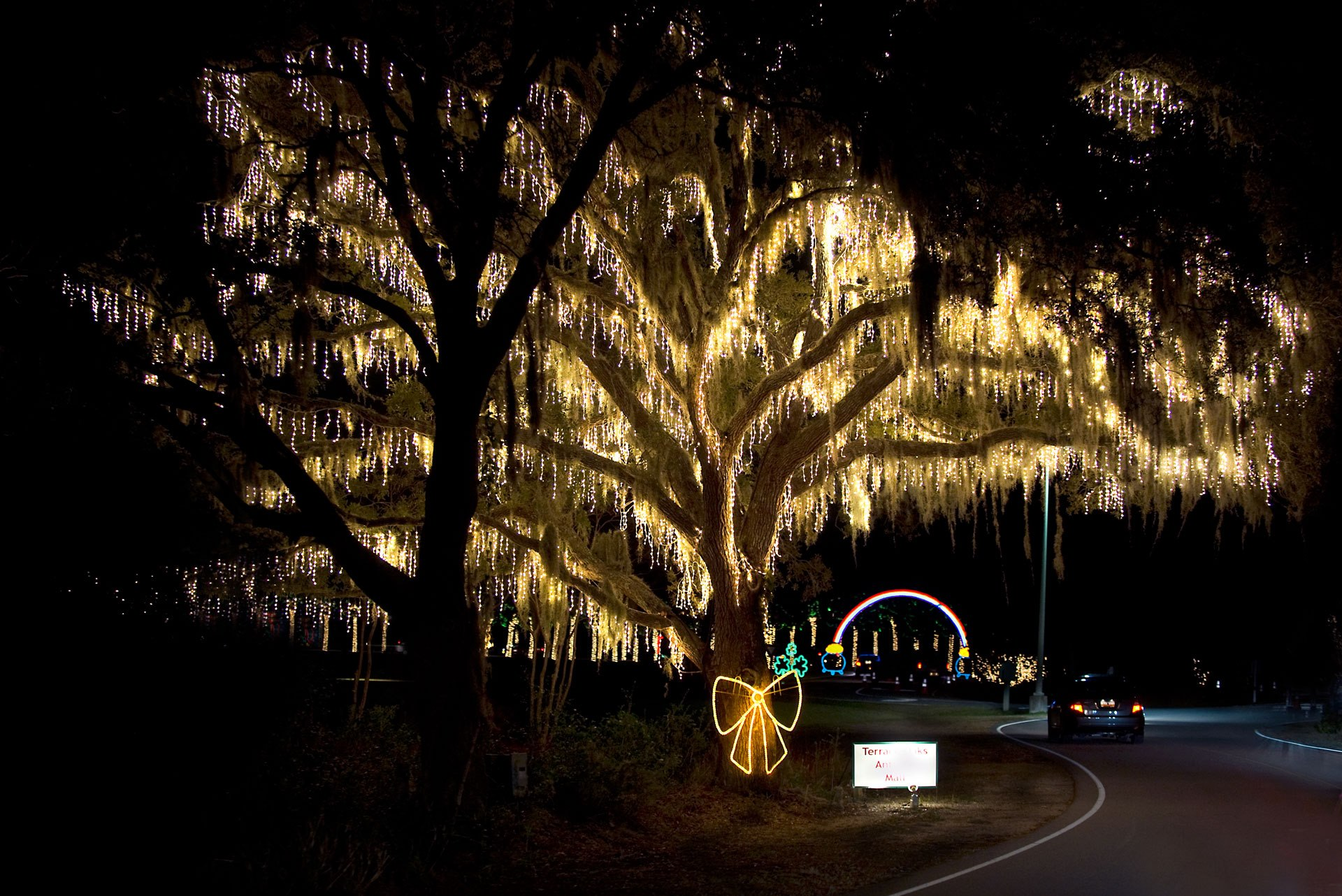 The Holiday Festival Of Lights Is The Largest Drive
