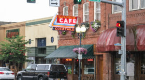 One Of America's Most Historic Restaurants Is Right Here In Oregon And You'll Want To Go