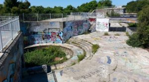 6 Staggering Photos Of An Abandoned Fort Hiding In Rhode Island