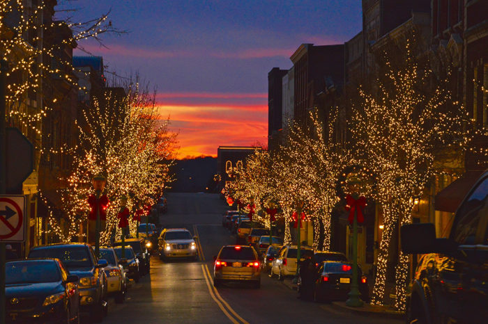Downtown Franklin Tn >> You'll Want To Visit Tennessee's Most Enchanting Christmas Town This Year | Only In Your State