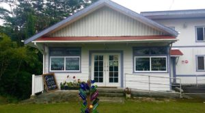 The Tiny Town In Hawaii With The Most Mouthwatering Restaurant
