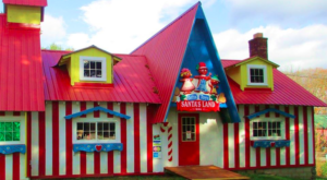 This Christmas Theme Park In Vermont Just Reopened And You're Going To Absolutely Love It