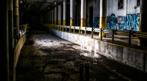 11 Staggering Photos Of An Abandoned Factory Hiding In Missouri