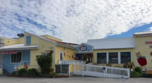 This Amazing Seafood Shack On The Delaware Coast Is Absolutely Mouthwatering