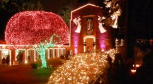 This Breathtaking Oregon Church Is Positively Magical At Christmas Time