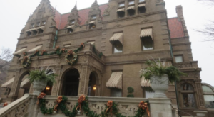 The Wisconsin Mansion That's Even More Magnificent At Christmas Time