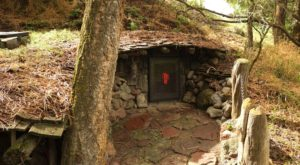 Few People Know There Is A Real Life Hobbit Hole Hiding In Oregon