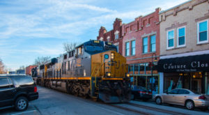 Trains Still Pass Right Through These 8 Kentucky Towns And You'll Love The Nostalgia