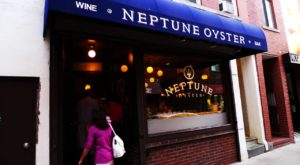 This Iconic Restaurant In Boston Just Might Serve The Best Lobster Roll In The Entire World