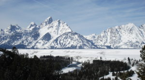 One Of The World's Most Beautiful Winter Escapes Is Right Here In Wyoming