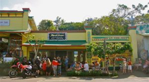 The Off The Beaten Path Restaurant In Hawaii That Serves Amazing Coffee, Ice Cream, And Everything In Between