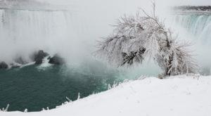 These 9 Photos Of A Frozen Niagara Falls Will Take Your Breath Away