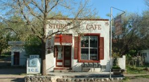This Former Stagecoach Stop In New Mexico Serves Amazing Green Chile Cheeseburgers