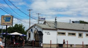 The Unassuming New York Restaurant That Serves The Best Seafood You've Ever Tried