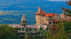 This Hotel Is Located In One Of The Most Unforgettable Settings In The Entire US