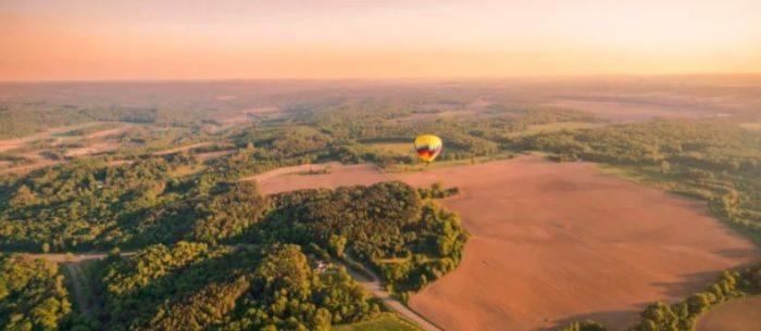 Take This Epic Hot Air Balloon Ride Over The Grand Canyon Of The East Before You Die