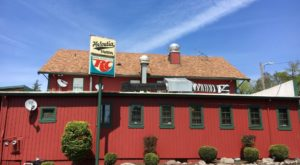 The Classic Burger Joint Just Outside Of Portland That's So Worth The Drive
