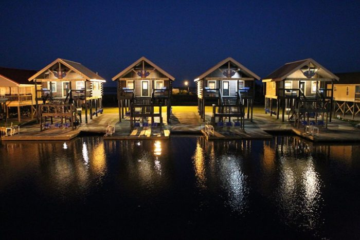 Get Ready To Spend A Weekend Relaxing On The Water In These Beautiful Cabins .