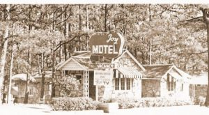 Few People Know The Full Story Behind This Little Retro Motel In Arkansas