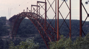 5 Rare Photos Taken During The New River Gorge Bridge Construction That Will Simply Astound You