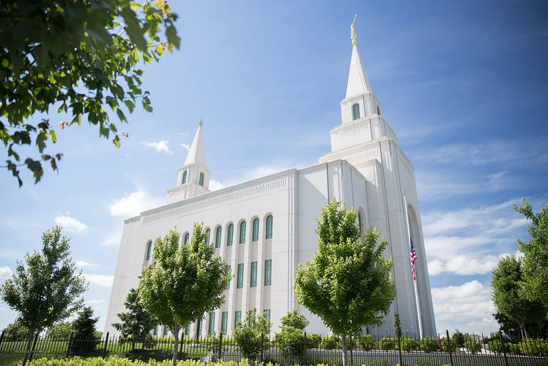 The Kansas City Missouri Temple Of Lds Is Located In The