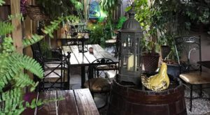 The Tiniest Restaurant In Florida Is Easily The Most Charming Place To Dine