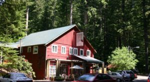 This Delicious Restaurant In Washington On A Rural Country Road Is A Hidden Culinary Gem