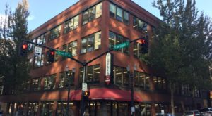 This 4-Story Bookstore In Oregon Is Like Something From A Dream
