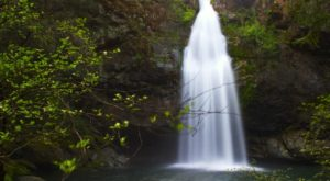 The Secret Waterfall In Northern California That Looks Like It's Out Of A Storybook