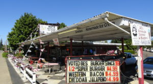 This Old-Fashioned Oregon Burger Joint Has A Monkey And You'll Want To Visit