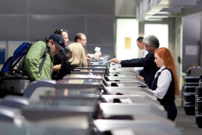 Bandara merupakan satu tempat di mana risiko penularan kuman penyakit terbilang tinggi.